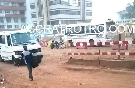 A trotro from Labadi approaches the Accra Nkrumah Circle Fraga trotro station
